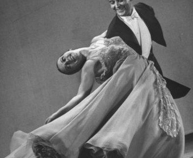 Medium dance waltz