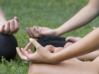 Small_meditation_hands