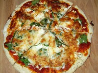 Small_homemade-pizzapizza-pizza-world--home-made-pizza--how-to-cut-it-tma6i0tg