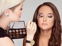 Small_makeupactionshot