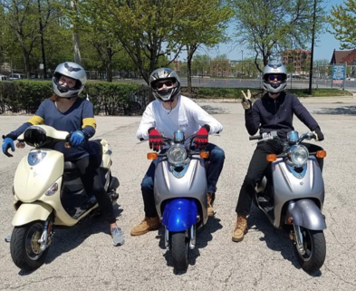 Medium scooter rental ride chicago dabble