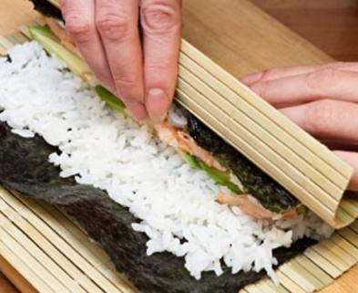 Medium sushi rolling