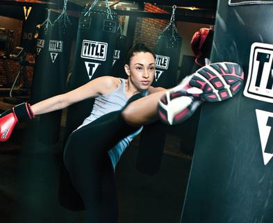 Medium kickboxingwoman