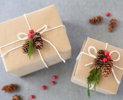 Medium ci buff strickland christmas gift wrap nature s4x3.jpg.rend.hgtvcom.616.462
