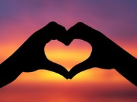 Small_hand-heart-silhouette