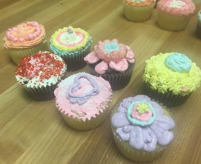 Medium cupcake decorating