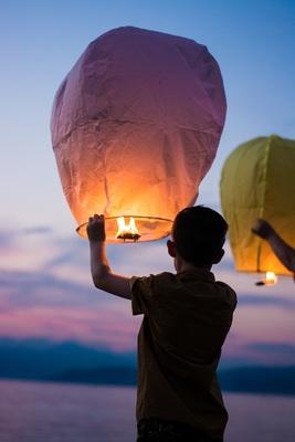 Carousel image boy with color lantern balloon1