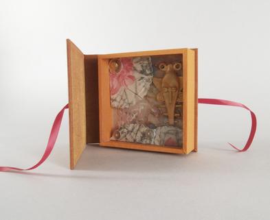Medium miniature diorama box