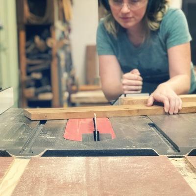 Carousel tablesaw cutting