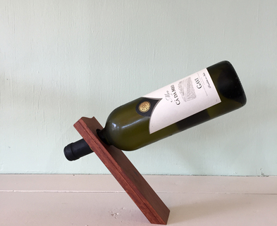 Medium balancing wine bottle holder
