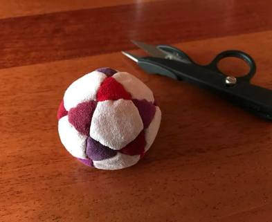 Medium footbag