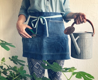 Medium waxedgardenapron