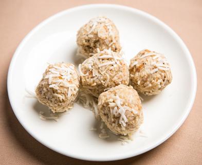 Medium coconut macaroons 2