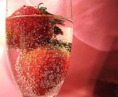 Medium strawberrychampagne