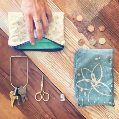 Carousel zipper pouch
