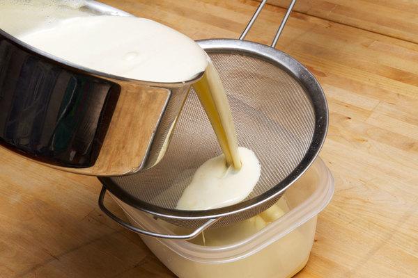 Carousel 20130530 making ice cream sieve
