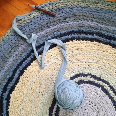 Carousel rag rug blue