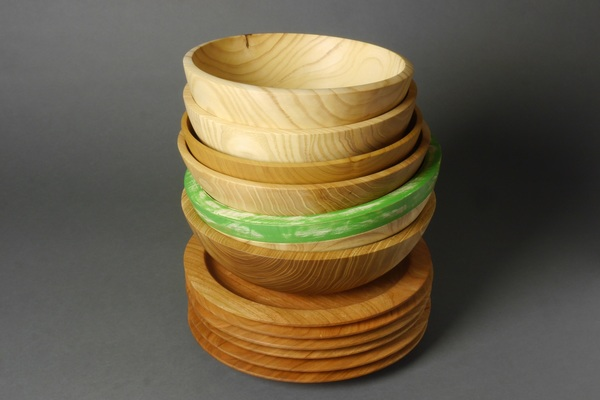 Carousel stack of bowls and plates