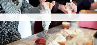 Mobile dabble cupcake decorating team